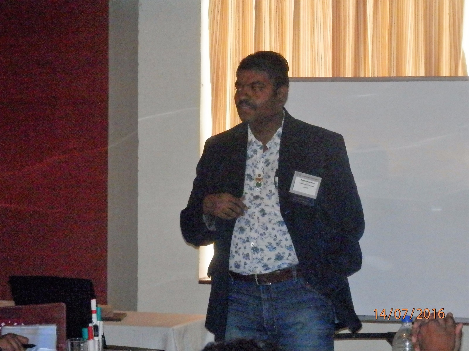 SOCAmps Mobile CRM - Presenting to the Audience